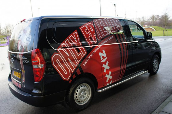 Nieuwe Only Friends Bus