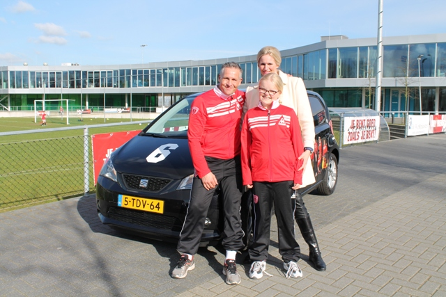 World4.nl doneert auto aan Dennis