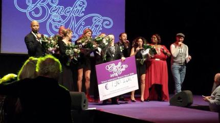Cheque uitreiking Benefit Night 2014