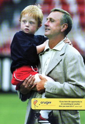 Johan Cruijff met Only Friends kindje